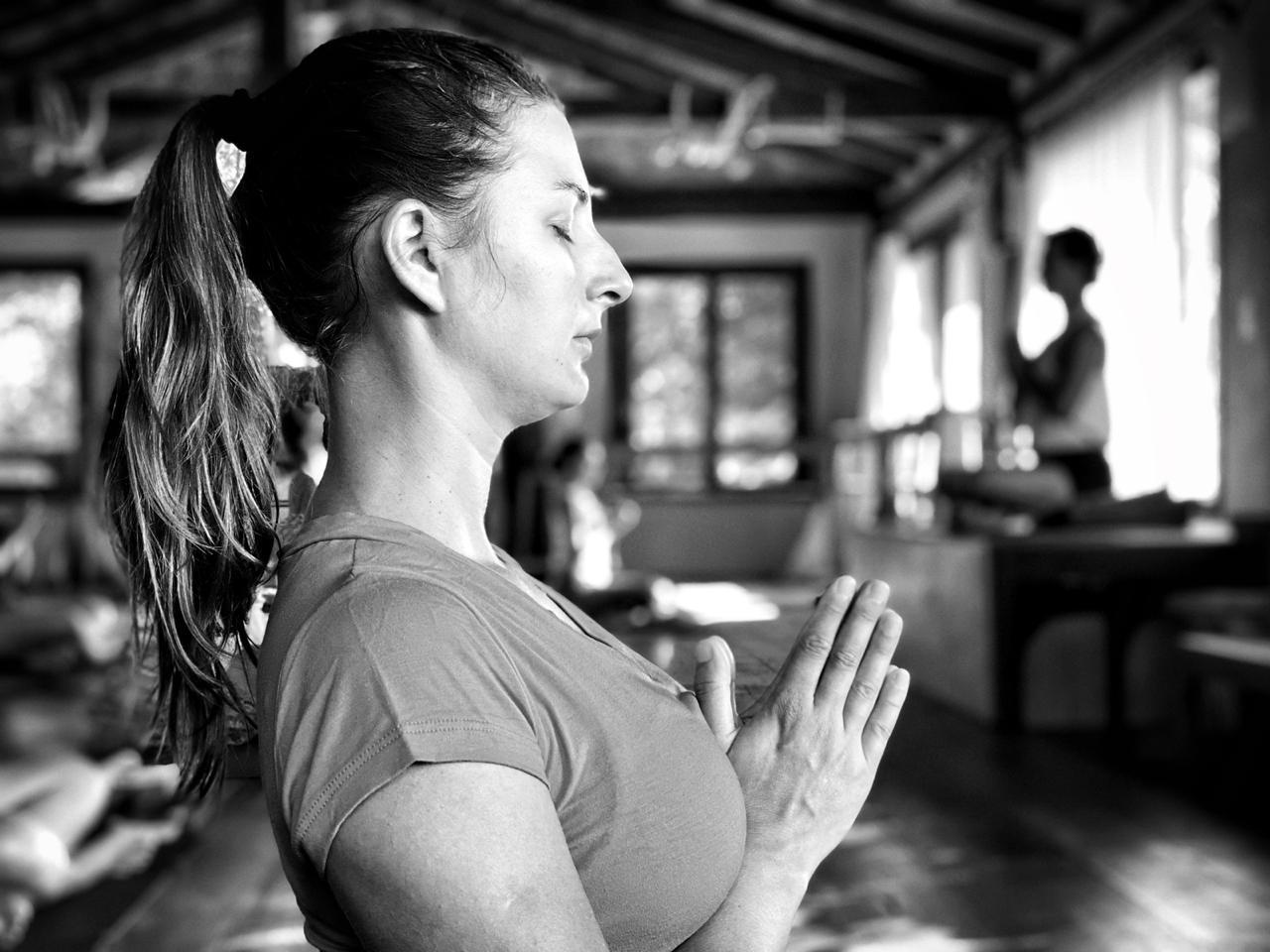 Yoga para se recolher sem se encolher