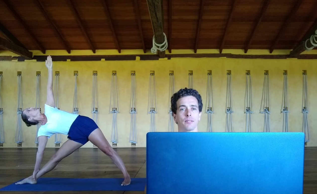 As responsabilidades do professor e do aluno em uma aula de yoga on-line