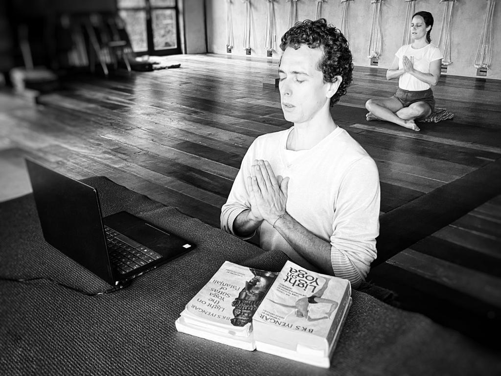 Por que fazer um retiro de yoga on-line?